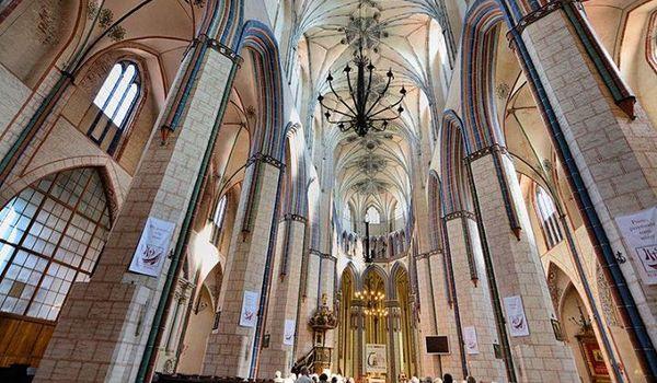 Going. | Cenniejsze niż złoto – katedry gotyckie – wykład dla Seniorów