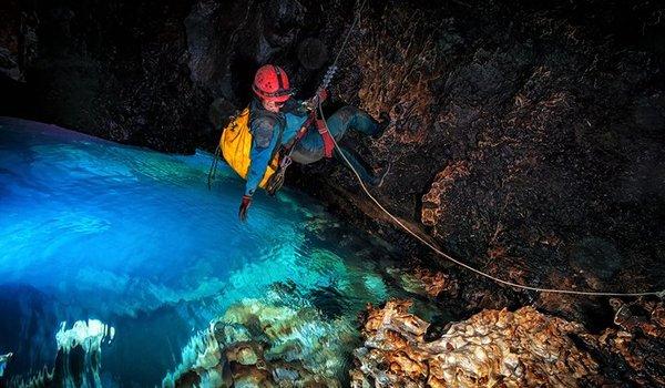 Going. | Eksploracja jaskiń w dżungli Meksyku