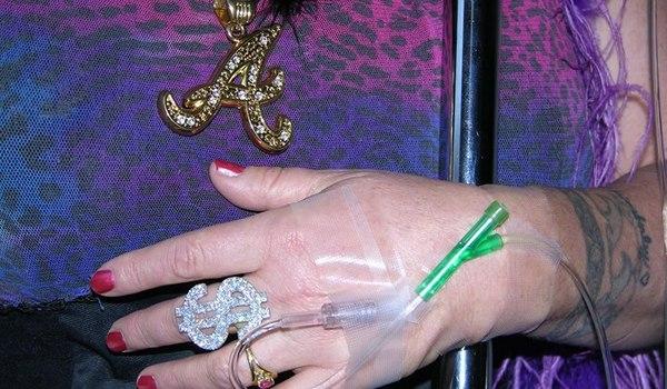 Going. | Romantyczne przygody Annie Sprinkle, Beth Stephens i raka piersi - Galeria Miejska Arsenał