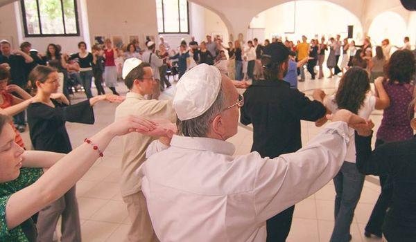 Going. | Taniec Izraelski W Synagodze | Dni Izraela - Centrum Kultury i Edukacji Żydowskiej w Synagodze Pod Białym Bocianem