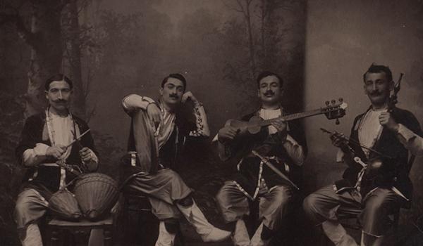 Going. | Uliczne życie – XIX-wieczna Gruzja w fotografii Dmitrija Jermakowa - Zaułek Hartwigów