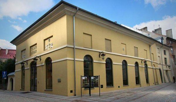 Going. | Lato W Teatrze Starym