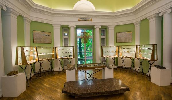 Going. | Kamień w życiu człowieka - Muzeum Ziemi PAN w Warszawie