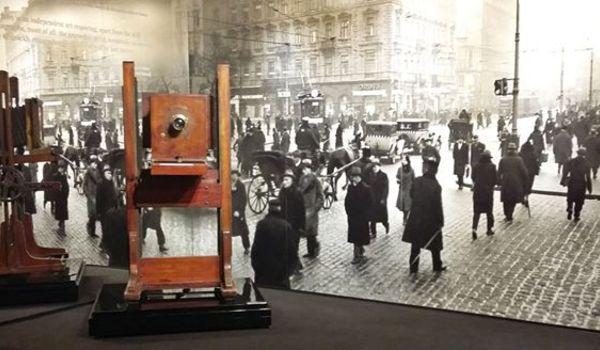 Going. | Poznaj Marjana Fuksa – oprowadzanie kuratorskie - Dom Spotkań z Historią