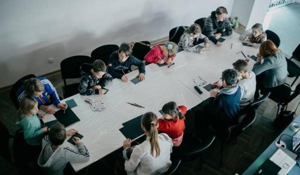 Going. | Warsztaty Rodzinne: Mapy – Raje – Potwory - Galeria Sztuki Współczesnej Bunkier Sztuki