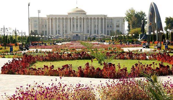 Going. | Architektura w służbie ideologii - Tadżykistan i Kirgistan - Muzeum Azji i Pacyfiku