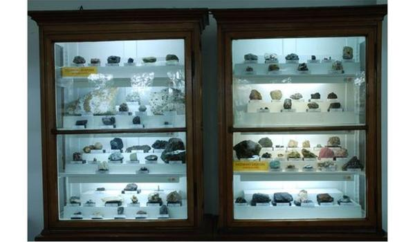"""Going.   Wystawa """"Minerały Świata'"""" - Muzeum Mineralogiczne Uniwersytetu Wrocławskiego"""