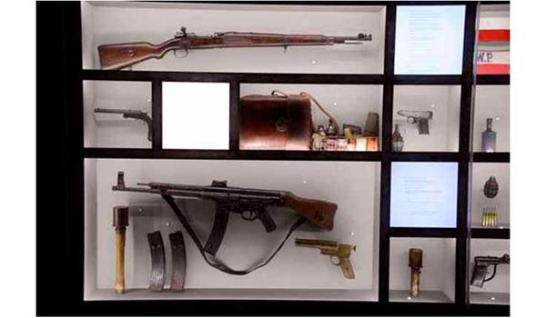 Going. | Wystawa stała w Muzeum Armii Krajowej - Muzeum AK im. Gen. E. Fieldorfa